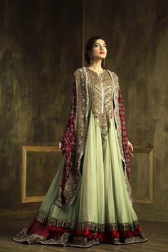 I cannot tell you how much I love this outfit. If Pakistani royalty was getting married, this is what they would wear