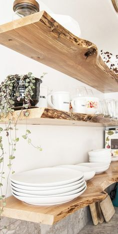 Best Country Decor Ideas - Floating Shelves - Rustic Farmhouse Decor Tutorials a. - Best Country Decor Ideas – Floating Shelves – Rustic Farmhouse Decor Tutorials and Easy Vintage - Diy Shelf Brackets, Easy Home Decor, Home Decor Accessories, Live Edge Shelves, Kitchens Live Edge, House Shelves, Kitchen Living, Chic Home Decor, Shabby Chic Kitchen