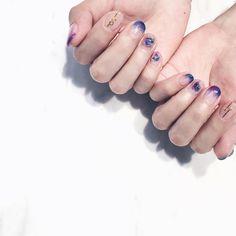 Nail Nail 專業美甲技術團隊 • www.facebook.com/NailNail.team/ • (@we_lovenail)• Taichung / Taiwan • _ 更多時髦美甲圖  @we_lovenail  _ _ #welovenailnail#nailart#gel#manicure#pedicure#blue#marble#black#white#gold#rivet#gold#flow#ring#Taiwan#nailpolish#nailstagram#フレンチジェル#