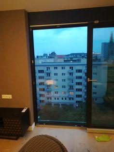 sklenené zábradlie na 7 poschodí Monitor, Windows, Electronics, Window, Ramen
