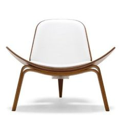 Carl Hansen and Son: Wegner Shell Chair by Hans Wegner - Danish Design Store Cool Furniture, Furniture Design, Danish Design Store, Cool Chairs, Funky Chairs, Living Room Chairs, Chair Design, Shell, Hans Wegner
