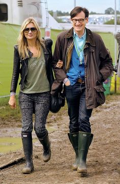 Les looks de Kate Moss au festival de Glastonbury, bottes de pluie, lunettes de soleil