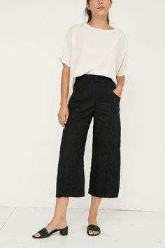 Clyde Culotte in Midweight Linen – Elizabeth Suzann…top could be in navy blue too… Cute Casual Outfits, Short Outfits, Casual Chic, Summer Wardrobe, Capsule Wardrobe, Handmade Clothes, Slow Fashion, Work Pants