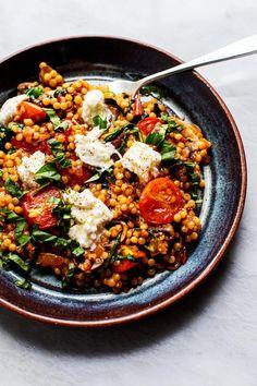 Veggie Recipes, Salad Recipes, Vegetarian Recipes, Healthy Recipes, Veggie Food, Vegan Vegetarian, Pearl Couscous Recipes, Pearl Couscous Salad, Savoury Dishes