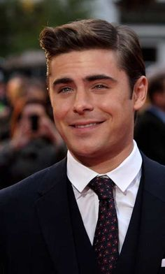 """US actors Zac Efron arrives at the European Premiere of his latest film """"The Lucky One"""" in London on April 23, 2012."""