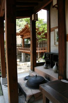 Hanok by Paul Matthews in Korea - I like the areas to just hang out outdoors. #architecture #home 일본과 다른점 자연이 자연스럽게 머무를 수 있음