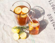 homemade iced tea Homemade Iced Tea, Iced Tea Recipes, Moscow Mule Mugs, Tableware, Diy, Graz, Word Reading, Dinnerware, Sun Tea Recipes