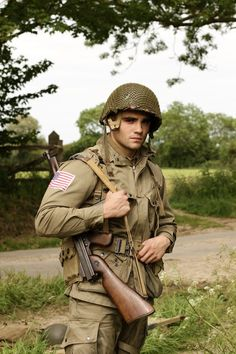 Ww2 Reenactment, Marine Special Forces, American Uniform, Star Wars Characters Pictures, Ww2 Uniforms, Native American Pictures, Ww2 History, Brothers In Arms, Camouflage