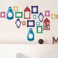 Muurstickers in de vorm van fotolijstjes zijn leuk wanneer je een hele wand met foto's wilt beplakken. Met een leuke muursticker in de vorm van een fotolijstje eromheen, isde muur in de kinderkamer ineen handomdraaiopgefleurd.