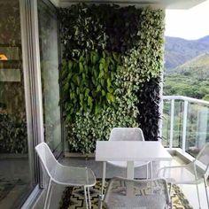 Jardines verticales, suculentas, cactus, diseño de jardines... Small Balcony Design, Small Balcony Decor, Outdoor Balcony, Balcony Garden, Outdoor Decor, Jardin Vertical Artificial, Artificial Green Wall, Vertical Wall Planters, Vertical Garden Design
