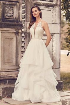 208 Best Plunging Neckline Wedding Gowns Images Wedding Gowns