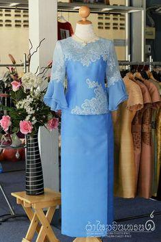 ชุดของฉัน Traditional Fashion, Traditional Dresses, Saree Dress, Silk Dress, Muslim Fashion, Asian Fashion, Myanmar Dress Design, Myanmar Traditional Dress, Dress Neck Designs
