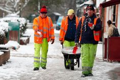 A Brit Back Home: Snowmageddon - UK Style - Anglotopia.net About Uk, All About Time, Thames Valley Police, Rules And Laws, How To Make Snow, Dog Walking, Girls Night, Weather, Style