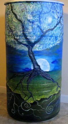 cool idea for my rain barrel (rain water barrel woods) Rain Water Barrel, Rain Barrel System, Rain Barrels For Sale, Painted Milk Cans, Rain Painting, Painting Plastic, Spray Painting, Water Collection, Rainwater Harvesting