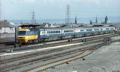 Class 3 HST set in original Intercity livery. Electric Locomotive, Diesel Locomotive, Train Room, Rail Transport, Standard Gauge, Lego Trains, British Rail, Train Engines, Train Journey