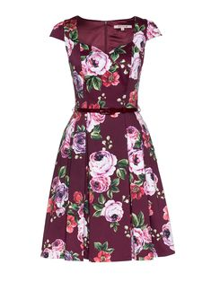 The Chateau Floral Dress is a no-brainer. Floral Fashion, Look Fashion, Fashion Outfits, Short Dresses, Summer Dresses, Formal Dresses, Vintage Dresses, Vintage Outfits, Dresses Australia