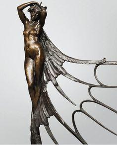 « Femme ailée », sculpture de la balustrade du stand de l'Exposition Universelle de 1900. Bronze patiné à la cire perdue. H. 99,5cm. Collection privée. > Vente Sotheby's du 16 février 2013 à Paris. Lot vendu : 1. 240. 750 euros.