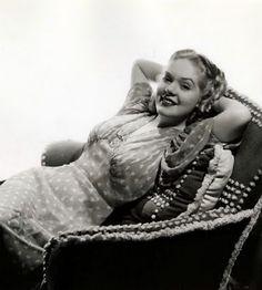 Alice Faye - Photo by George Hurrell Golden Age Of Hollywood, Classic Hollywood, Old Hollywood, Hollywood Style, Hollywood Actresses, Arlene Dahl, Constance Bennett, Vera Ellen, John Payne