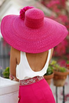 Maybe a pink hat? Would you like some pink with your pink, ma'am? Pink Love, Pretty In Pink, Perfect Pink, Rosa Hut, Rosa Style, Mode Rose, Bcbg, Pink Hat, Fuchsia