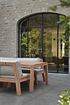 Exclusieve outdoor collectie Low Dining bij Royal Design. Keuze uit prachtige sunbrella stoffen voor de kussens.