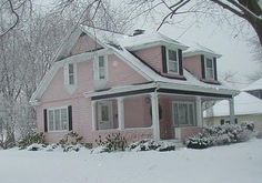 Maison Decor: I didn't start off in a fixer upper! My DIY house stories Pink Houses, Old Houses, Farm Houses, Dream Houses, Pink Bedding, Living Styles, Pink Christmas, Christmas Eve, Exterior Paint