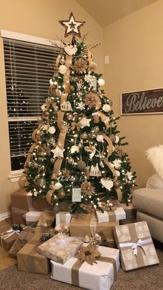 My Christmas Tree for 2017 The small awareness of the absolute most passionate food of the entire year Eieiei, the Christmas pa Elegant Christmas Trees, Ribbon On Christmas Tree, Christmas Tree Themes, Rustic Christmas, Xmas Tree, Christmas Home, Christmas Tree Decorations, Christmas Tree Ornaments, Christmas Crafts