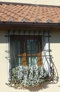 14 fantastiche immagini su inferriate finestre design for Immagini inferriate per finestre