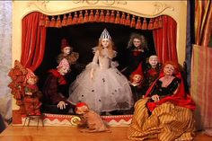 Inside Out- Anna Brahms- Doll Maker on Vimeo This amazing artist creates the most beautiful dolls!!