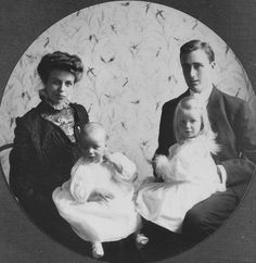Franklin and Eleanor Roosevelt with their two oldest children Anna and baby James in Hyde Park, New York,  1908  ...from Vintage News on Facebook