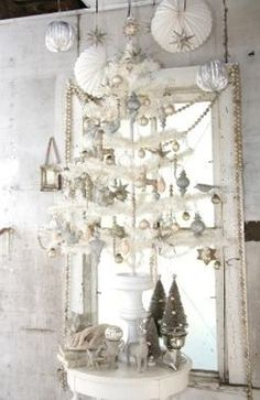 Check Out 41 Impressive Vintage White Christmas Decorating Ideas. Vintage is a charming style and it's perfect for creating a snow fairy tale at Christmas. Vintage White Christmas, French Christmas, Shabby Chic Christmas, Nordic Christmas, Blue Christmas, Country Christmas, Christmas Carol, Homemade Christmas Decorations, Christmas Themes
