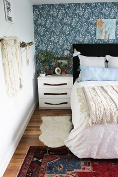Colorful boho bedroo