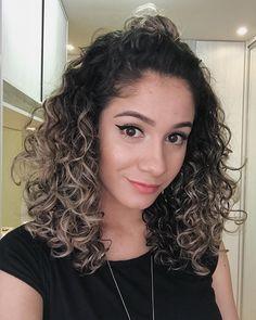 otinha de agora só pra mostrar meu penteado coringa ♥ Curled Hairstyles, Hairstyles Haircuts, Hair Inspo, Hair Inspiration, Colored Curly Hair, Short Curls, Natural Wavy Hair, Auburn Hair, New Hair Colors
