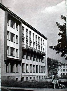 ul. M. Skłodowskiej Curie 3, budynek NOT, który z początku miał adres ul. Grotrgera, 1968 r.