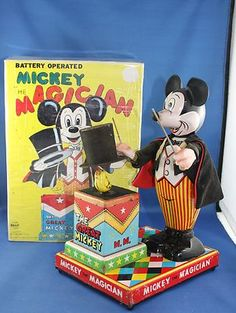 Vintage Working Mickey The Magician Linemar Toy With Original Box Antique Toys, Vintage Toys, Retro Vintage, Walt Disney Images, Vintage Mickey, Disney Toys, Tin Toys, Battery Operated, Tins