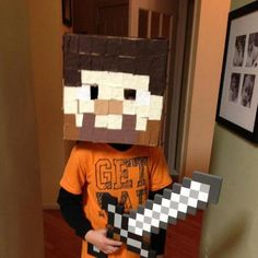 How To Make A Minecraft Steve Head Halloween Costume http://www.mommieswithstyle.com/how-to-make-a-minecraft-steve-head-halloween-costume/