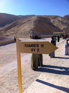 Entrada tumba Ramses IV Valle de los Reyes Egipto