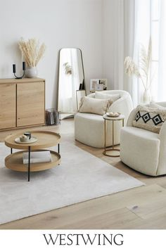 Sie lieben unkonventionelle Einrichtungsstile? Dann werden Ihnen unsere Möbel im Boho-Stil gut gefallen. Große, gemütliche Sofas in knalligen Farben, Poufs mit geometrischen Motiven, Kommoden und Beistelltische mit bunten Lackierungen und vieles, vieles mehr gibt es bei uns zu entdecken. Boho-Möbel sind nicht nur praktisch, sondern auch sehr dekorativ und lassen sich hervorragend miteinander kombinieren! // #westwing #boho #interior #scandi #wohnzimmer #beige #natural #soft #sessel #boucle Living Room Designs, Living Room Decor, Interior Exterior, Interior Design, Beige Sofa, Boho Stil, Diy Wall Decor, Home Decor, Bohemian Living