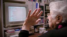 """Samia Halaby jest światowej sławy malarką, który kupiła Amigę 1000 w 1985 roku w wieku 50 lat. Nauczyła się języków programowania BASIC i C, stworzyła """"kinetyczne malowidła"""" z Amigą i od tego czasu używa tego komputera. Peace, Sobriety, World"""
