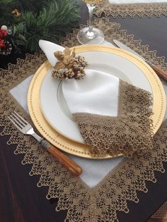 - Best ideas for decoration and makeup - Napkin Folding, Christmas Decorations, Table Decorations, Linens And Lace, Deco Table, Crochet Home, Table Linens, Table Runners, Napkin Rings