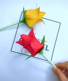 Easy Origami for Kids with Instructions Instruções Origami, Paper Origami Flowers, Origami Flowers Tutorial, Paper Flowers Craft, Paper Crafts Origami, Origami Leaves, Origami Wall Art, Easy Origami Flower, Gift Flowers