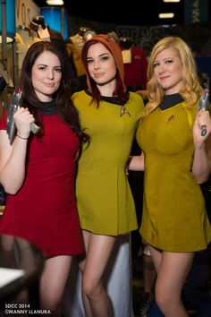 Star Trek cosplay at San Diego Comic Con 2014 by Sofi Miles, Chloe Dykstra, Lady Fett - Is that an Ewok hat on her head? Cosplay Outfits, Cosplay Girls, Sexy Outfits, Amazing Cosplay, Best Cosplay, Female Cosplay, Film Science Fiction, Star Trek Uniforms, Photo Repair
