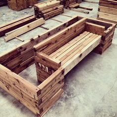 Building raised garden beds - Want to be able to seat in your garden surrounded by your herbs and vegetables GardenSEAT with ModBOX - Building raised garden beds, Raised garden beds, Garden seating, Raised garden beds diy, Garden bed - Elevated Garden Beds, Building Raised Garden Beds, Raised Beds, Garden Bed Layout, Wooden Garden Planters, Wood Pallet Planters, Diy Planters, Raised Planter, Tiered Planter