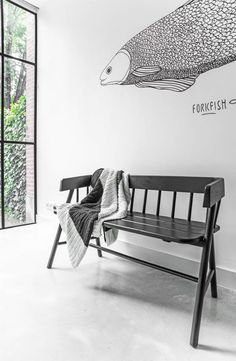 Jetzt auch in schwarz. Wie cool! Stilvoller 2-Persons Holzbank von HK-Living. Peppe ihn noch auf mit färbige Kissen und er passt perfekt zu Ihrem Esstisch! Ode