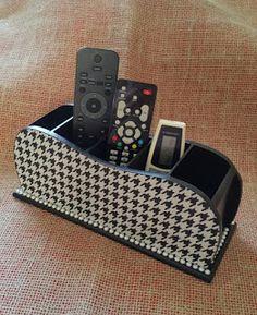 Arte lá em casa: Porta Controle Remoto 5 Div - Chanel