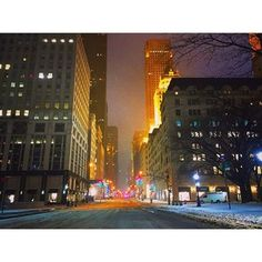 In Midtown Manhattan there was not a car on the road. | 15 Eerily Beautiful Photos Of Snowy And Deserted New York Streets