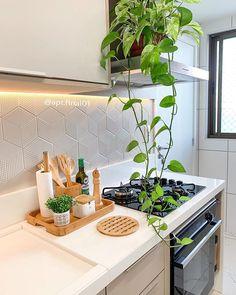 """Apt.final01   Por Cybele ✨ no Instagram: """"Um novo ângulo da nossa cozinha pra vocês se inspirarem! Quem concorda que a cozinha é o coração de casa? Tudo gira em torno…"""""""