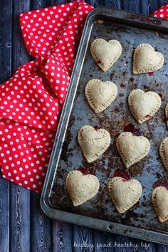 Whole Wheat Chocolate Strawberry Hand Pies - quick and easy health-conscious dessert to treat your loved ones - http://www.happyfoodhealthylife.com