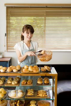 SNSで噂の「魔法のパン」の正体とは?こねずに、たった30分でできあがり! Sweets Recipes, Bread Recipes, Cooking Recipes, Japanese Bakery, Bread Display, Food Business Ideas, Bread Shop, Bread Shaping, Bakery Packaging