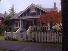 Cate Cassidy's blue bungalow on Life Unexpected (with a gorgeous Japanese maple in the front yard)