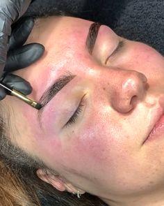 Eyebrow Makeup Tips, Permanent Makeup Eyebrows, Eyebrow Tinting, Eye Makeup, Tutorial Henna, Brow Extensions, Henna Eyebrows, Eyebrow Design, Bleaching Your Hair